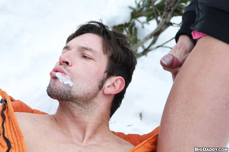 http://small2.myjub.com/eyecandy_img/29640/big_daddy-bareback_ski_mountain_5_29640_13.jpg